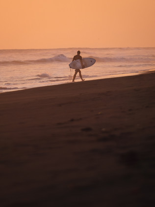 Surfing_El_Paredon_13.jpg