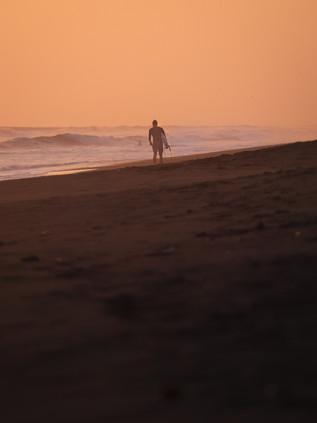 Surfing_El_Paredon_14.jpg