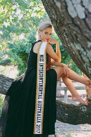 Missaus17blackgown.JPG