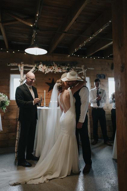 Rainy Chatfield botanic garden wedding in Denver Colorado