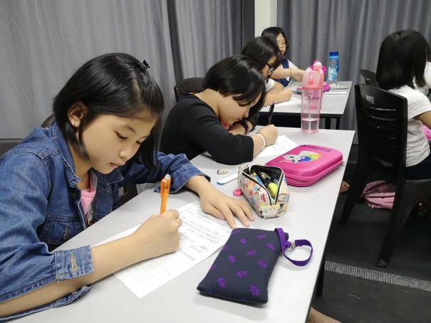 Essay class 4-min.jpg