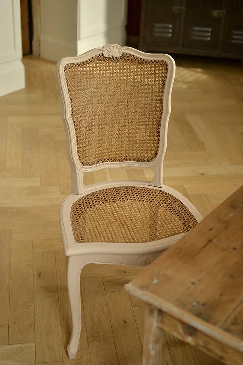 Chaise cannée de style Louis XV, rose