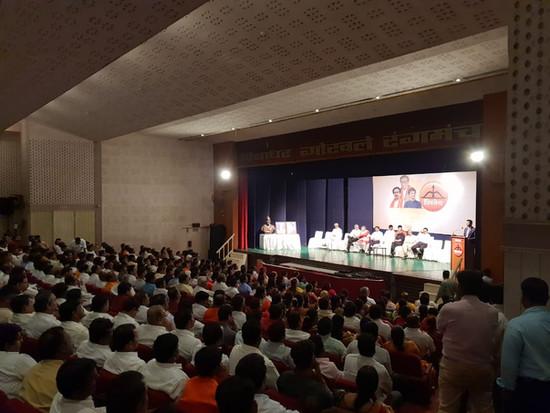 रंगशारदा, बांद्रा येथे महाराष्ट्रातील शि