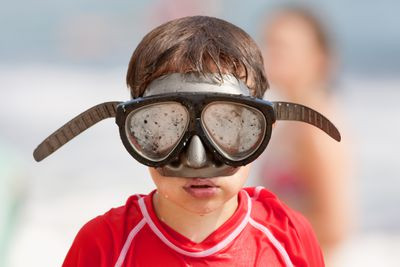 HOW TO STOP YOUR SWIMMING GOGGLES FROM FOGGING UP
