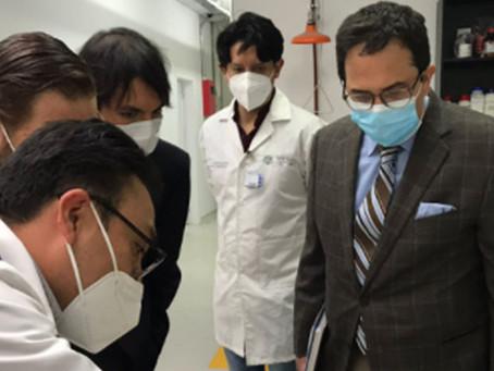 Viceministro de Minas visita laboratorios del IIGE