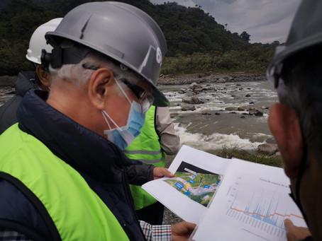 Ministro Ortiz verificó trabajos en el río Coca e inspeccionó funcionamiento de la central Coca Codo