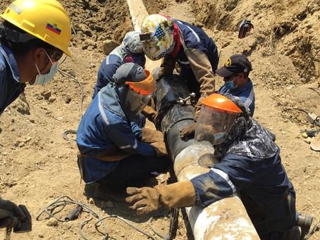 Petroecuador realiza labores de contingencia ante fuga de combustible en Villa Bonita, Pascuales
