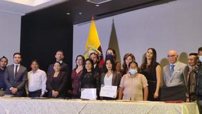 Solaris Resources y WIM Ecuador entregan Becas Soy Minera