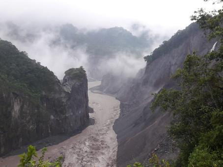 El afluente del río Coca, en la Amazonía, circula con normalidad
