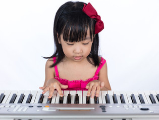 Are Group Piano Classes Better Than Private Piano Lessons