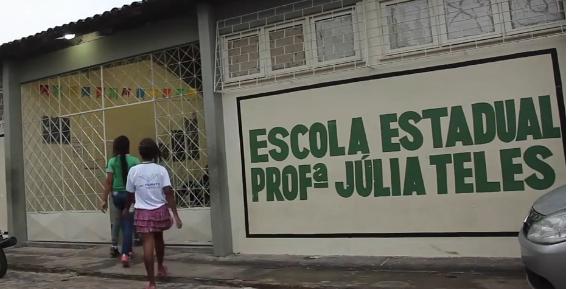 Foto da facha da Escola Estadual Professora Julia Teles