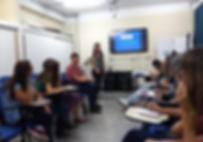 Apresentação sobre projetos de leis e comissões para professores e diretores de escolas públicas