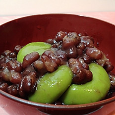 Matcha mochi with red bean sauce