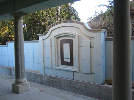 feature wall fountain to lap pool