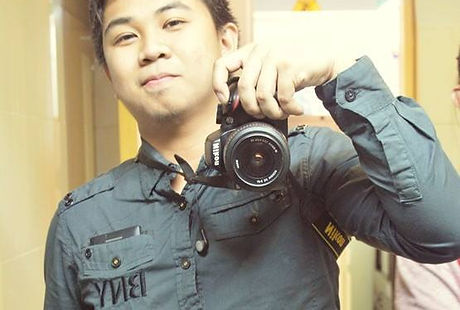 Freelance photographer, Paul Chin holding a DSLR camera in Manila, Philippines