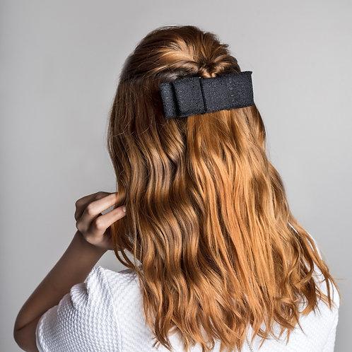 Laço de cabelo Alice modelo chanel em tweed preto