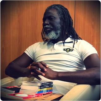 Afromundi dans la bibliothèque reggae de Tiken Jah Fakoly.