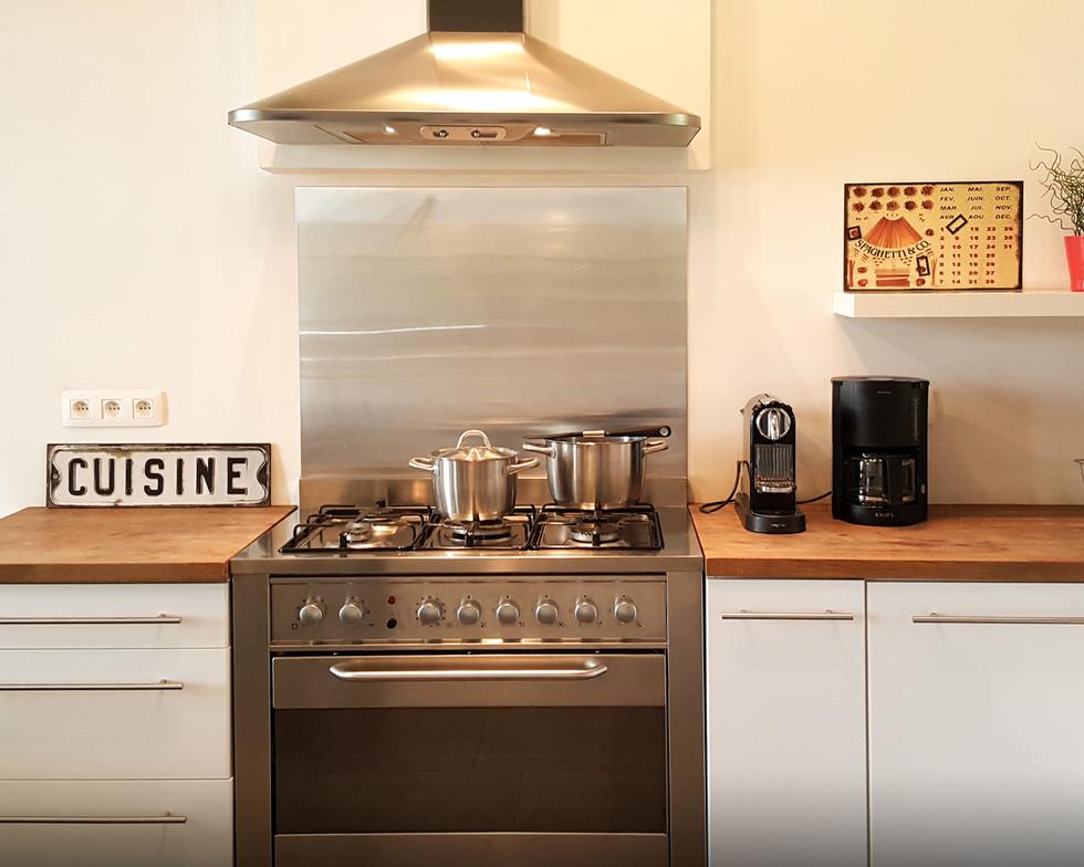 19-Dining-Kitchen.jpg