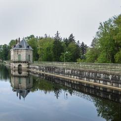 Lac_des_settons_-_barrage_02.jpg