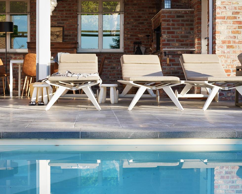 2-Zwembad-Bank-Ligstoel-LR-(11).jpg