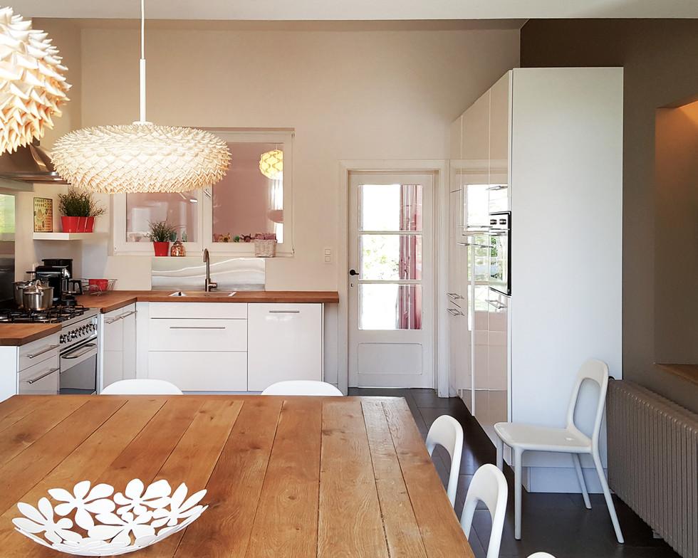 21-Dining-Kitchen.jpg