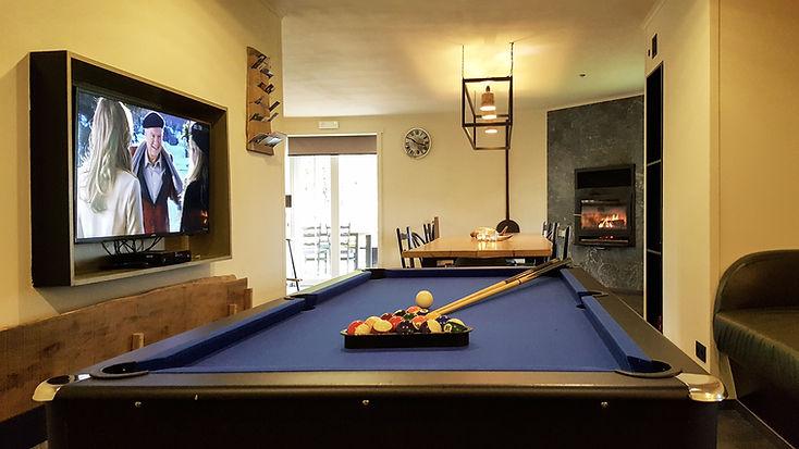 4 Dining & Pool (4).jpg