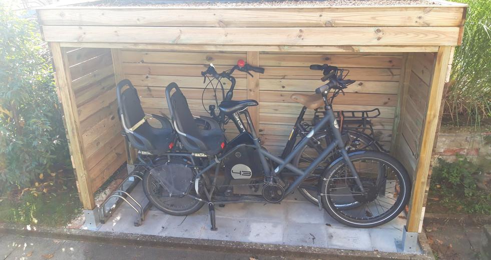 Fabrication d'un abri vélo avec toiture végétalisée