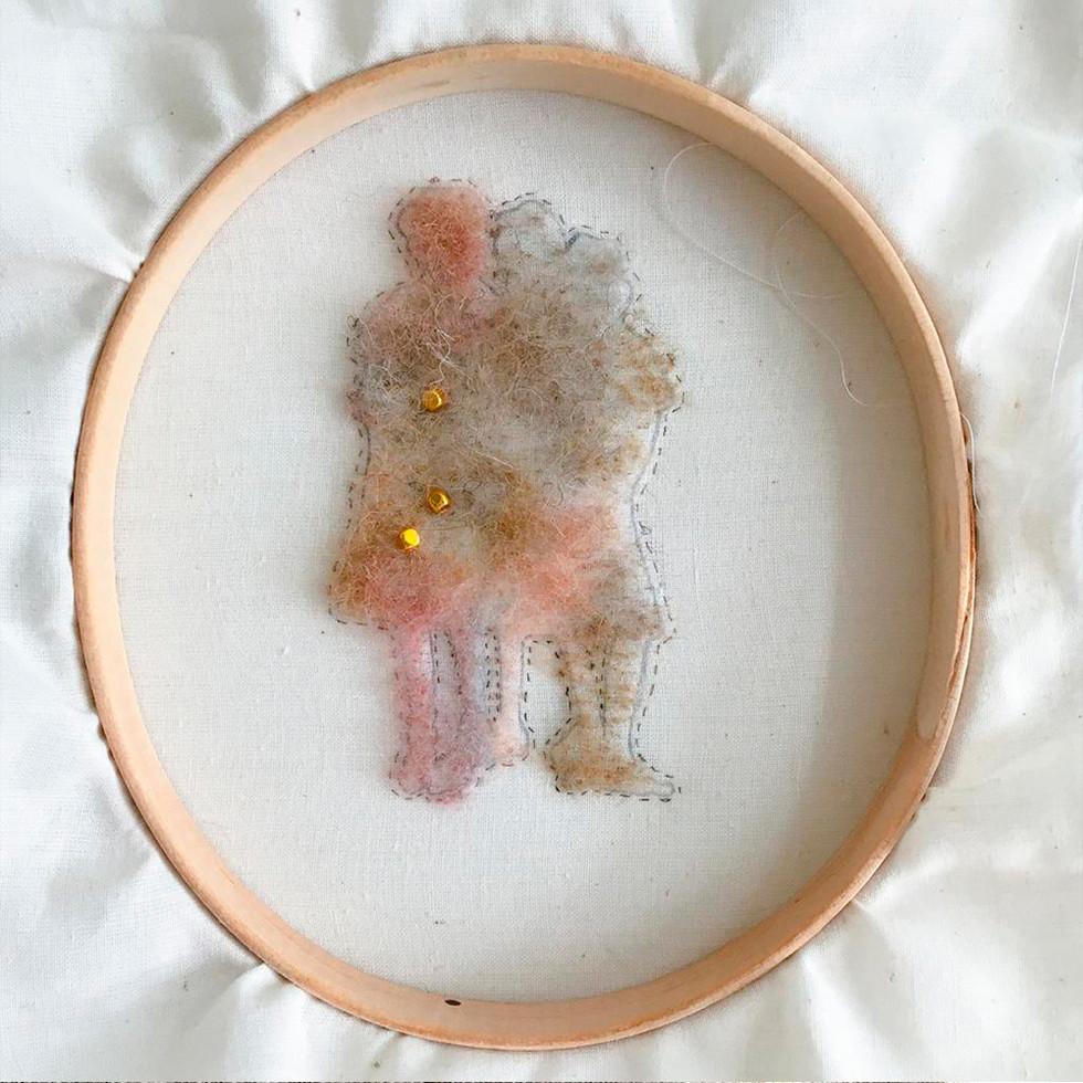 lana, bordado con cabello y cuentas sobre algodón