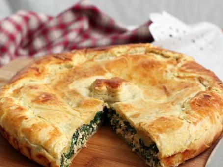Слоеный пирог с творогом и зеленью