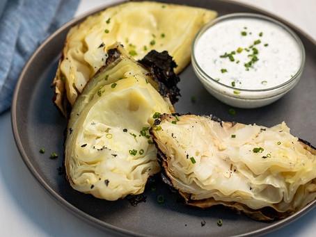 Стейки из молодой капусты с сырным соусом