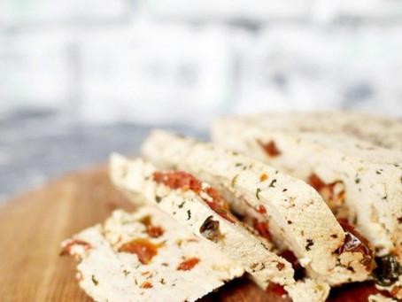 Домашний сыр с вялеными томатами