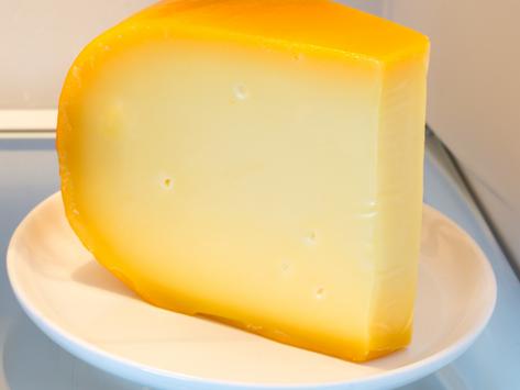 Как правильно хранить твердый сыр?