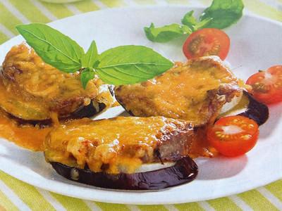 Мясо на баклажане под   нежной сырной корочкой