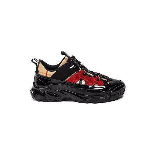 Burberry Sneaker Girl.