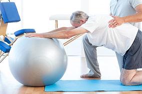 fizjoterapia-dla-seniorow-starszych.jpg