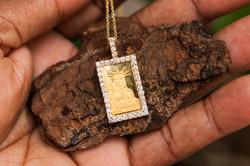 Gold Bullion with VVS diamond border