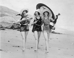 Uku-ladies The QUIrkies trio.png