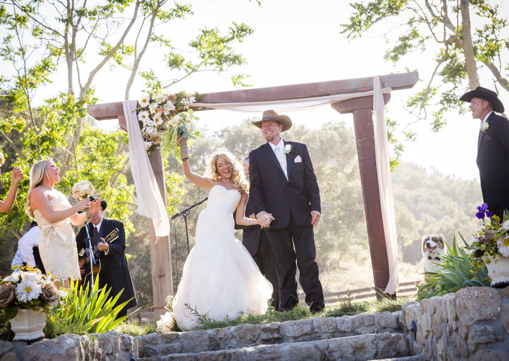 just married under wood arch