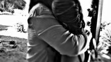 ¡Abrázame si me ves llorar!