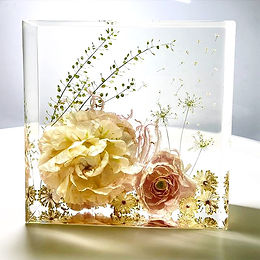 Bespoke%20Flower%20Resin%20Art%20Keepsak