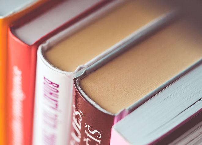 Books-cover-macro-photography_3840x2160.