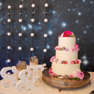 Edible flower buttercream wedding