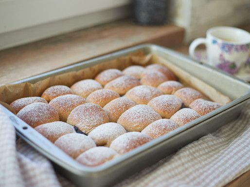 FIT BUNS WITH PLUM JAM