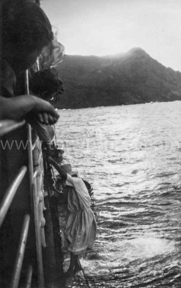1949 Leaving a ship