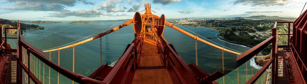 Panoramic veiw across the top of the Golden Gate Bridge