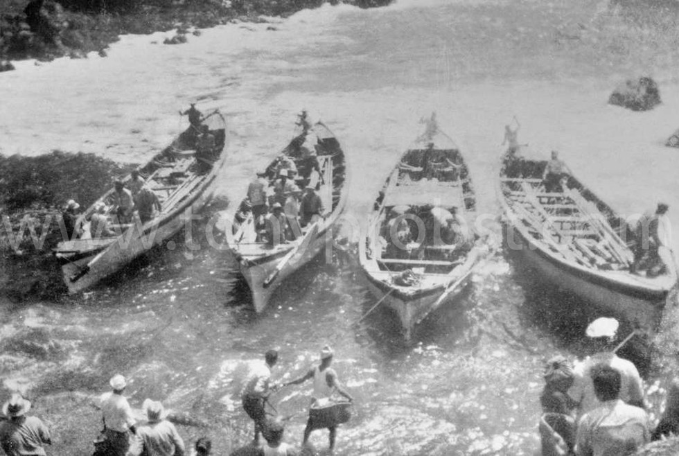 1947 Four longboats taking up almost the entire tiny harbour