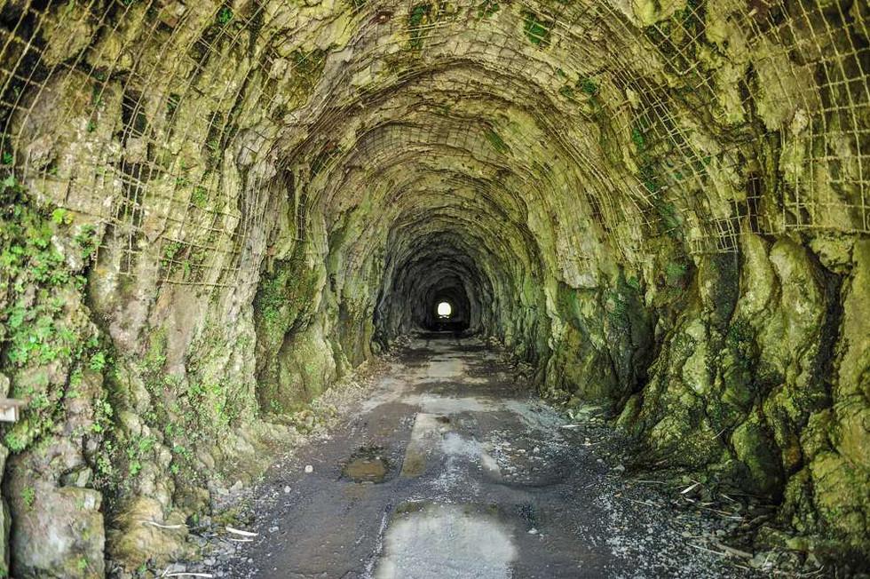 D'Urufau tunnel near the center of Tahiti
