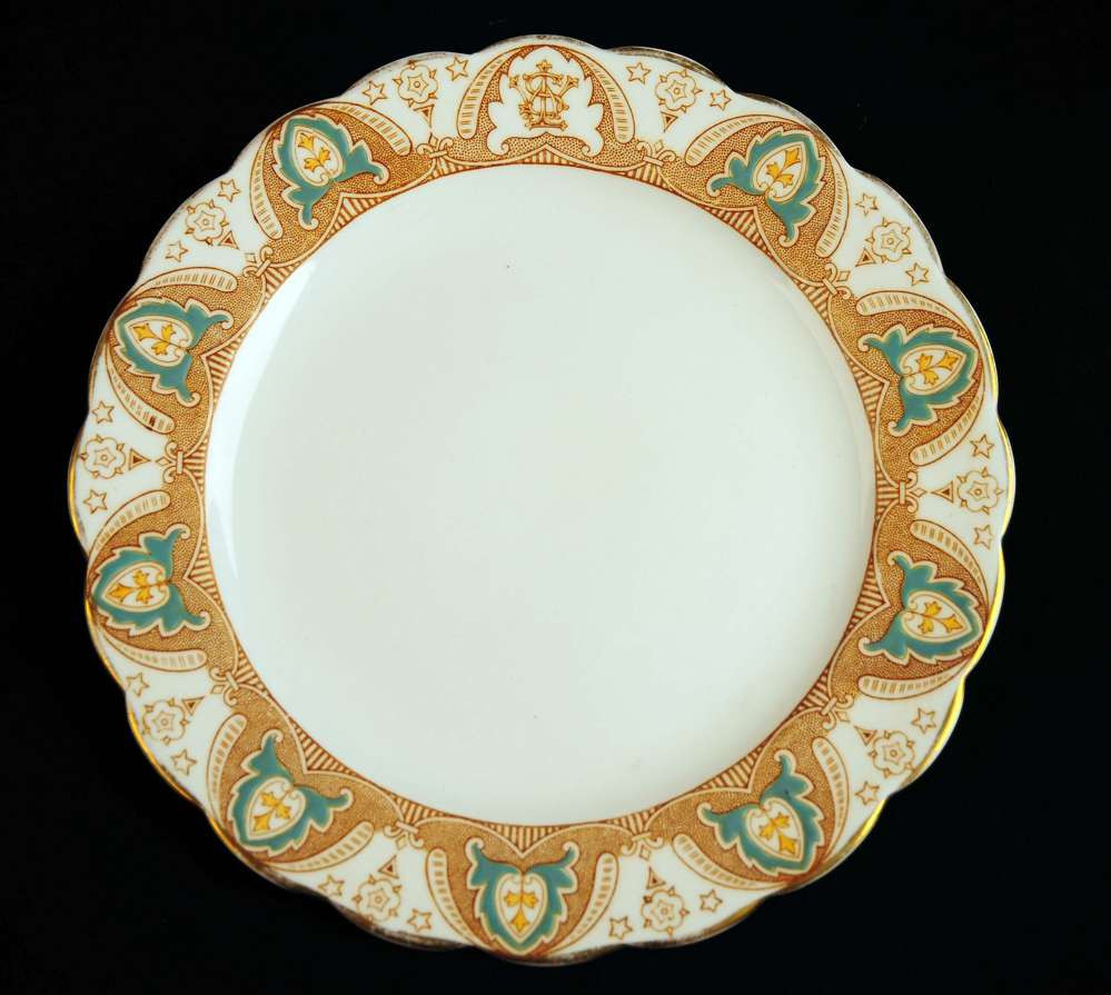 Early First class Crown or Gothic Arch pattern used in the 1800's. Notice the intertwined W.S.L White Star Line logo on the top of the plate