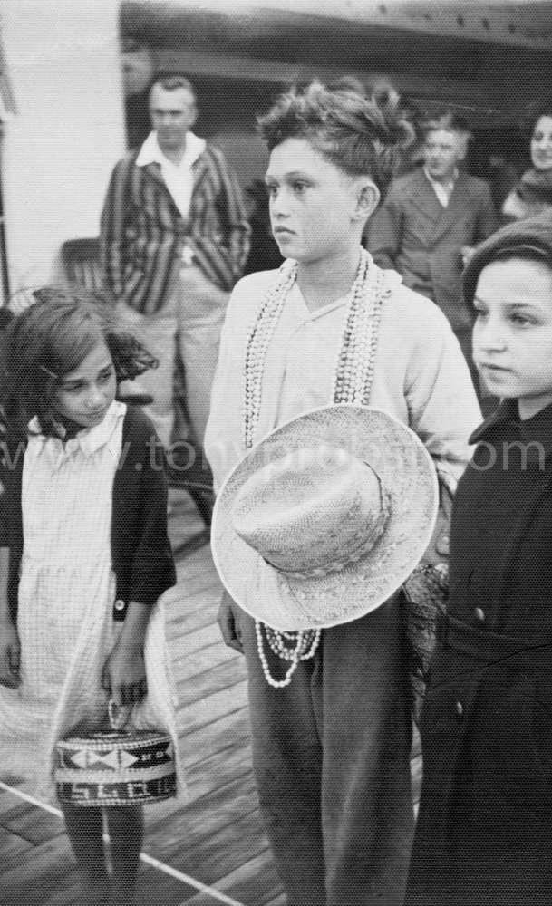 1936 Royal Warren With Basket