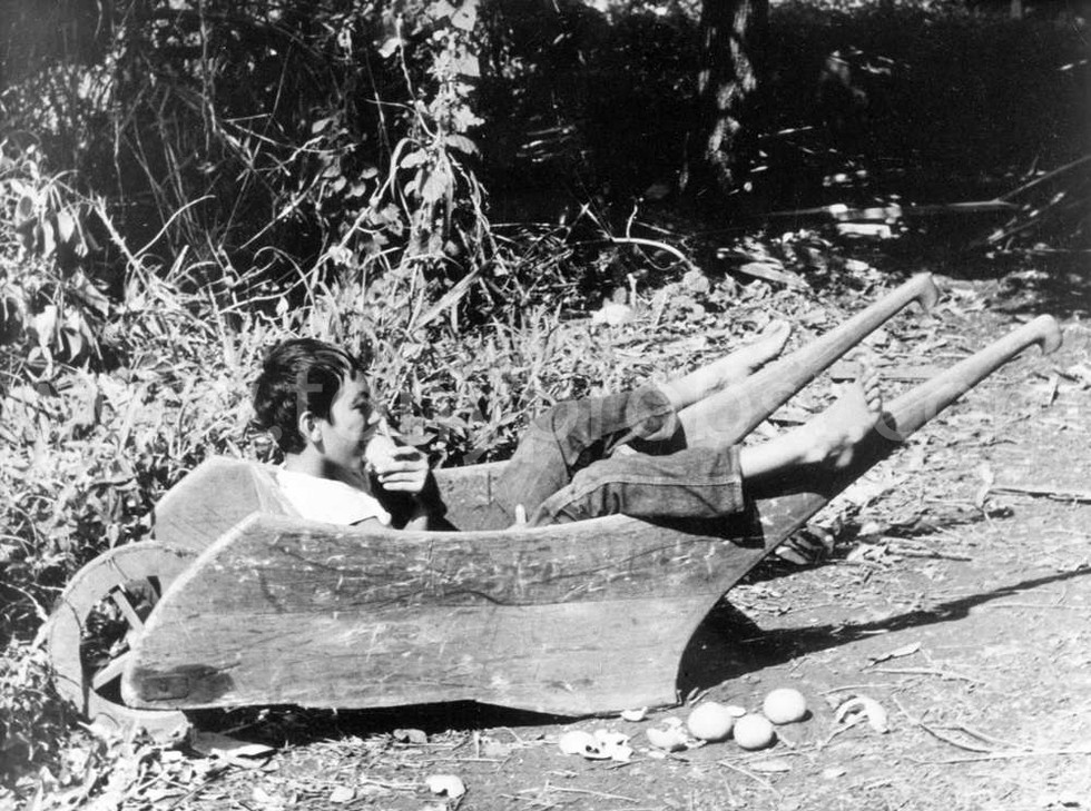 1939 Trent Relaxing and eating oranges